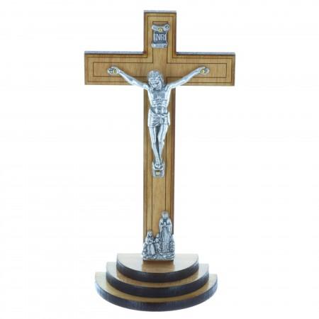 Crucifix bois foncé sur un socle bois et Christ argenté 13,5 cm