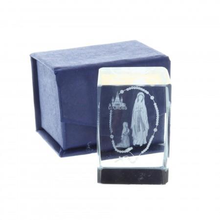 Cubo di vetro inciso laser 3D riflessi colorati, Apparizione di Lourdes e rosario 4,5 cm