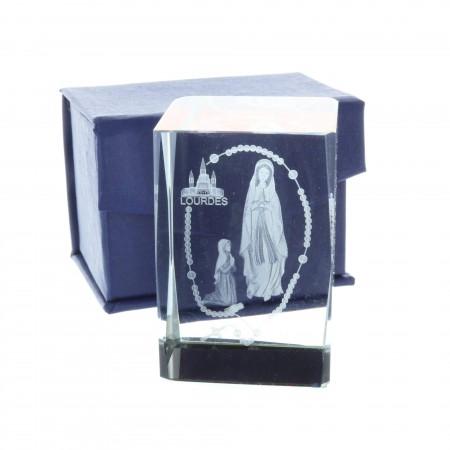 Cubo di vetro inciso laser 3D riflessi colorati, Apparizione di Lourdes e rosario 6 cm