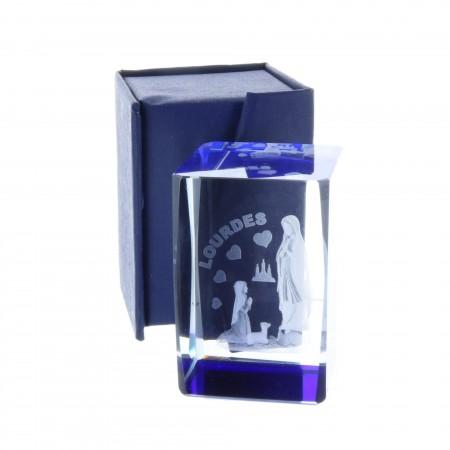 Cubo di vetro inciso laser 3D riflessi azzurri Apparizione di Lourdes e cuori 6 cm