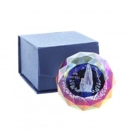 Cubo di vetro inciso laser 3D riflessi colorati e Apparizione di Lourdes 4,5 cm