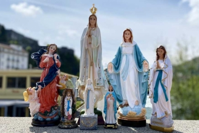 The different statues of the Virgin Mary at the Palais du Rosaire