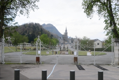 The Shrine of Lourdes is closed : Lourdes Water unavailable !